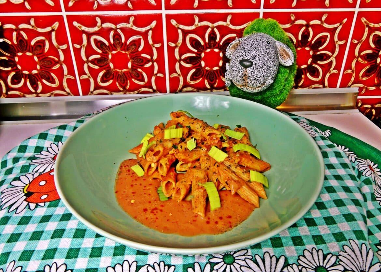 Nudelpfanne mit Tomaten-Sahne-Soße